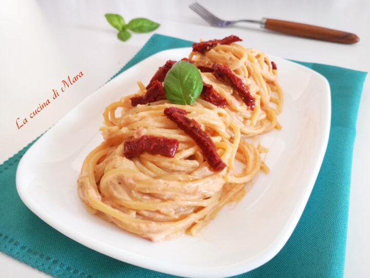 Pasta con pesto di pomodori secchi e ricotta