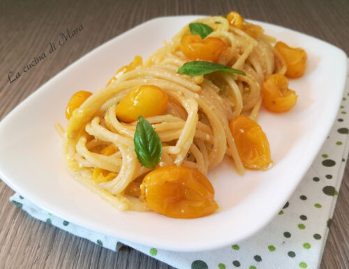 Pasta con pomodorini gialli e feta