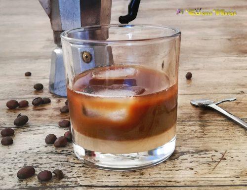 CAFFE' IN GHIACCIO E LATTE DI MANDORLA