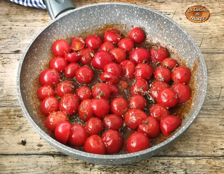POMODORI CONFIT IN PADELLA,una ricetta facile e veloce da preparare, perfetti come contorno o per arricchire un primo piatto. Pomodori confit in padella