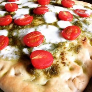 Pizza di kamut con pesto