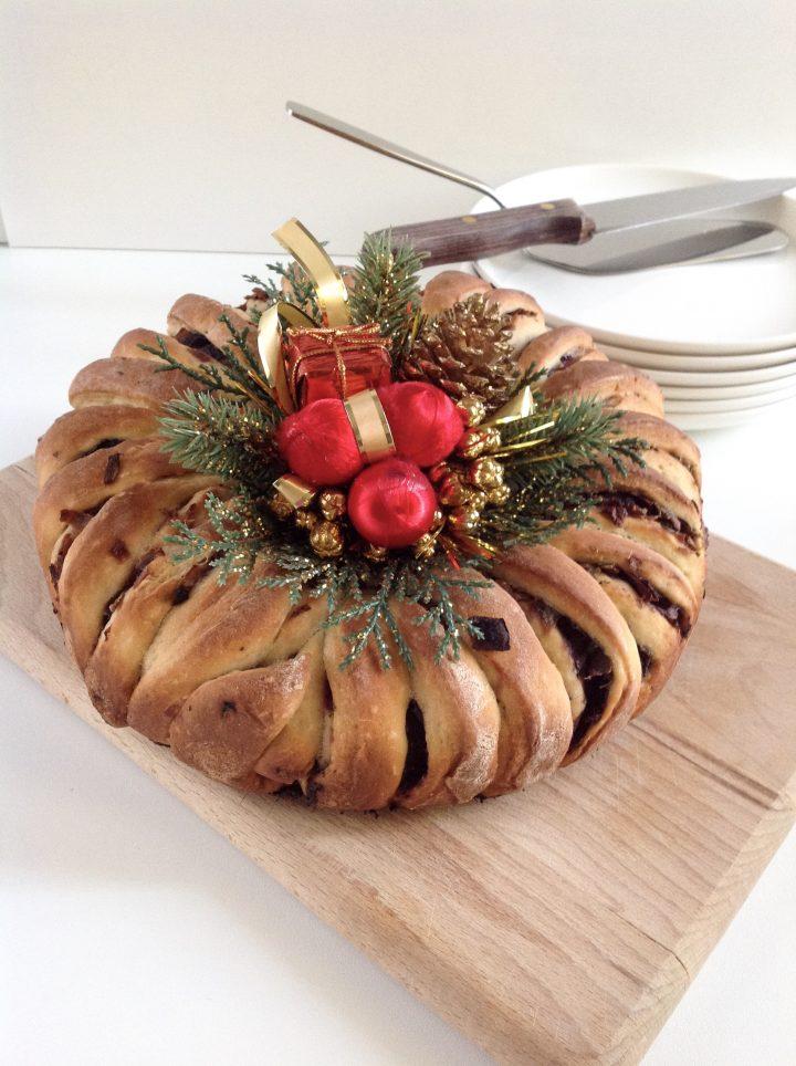 Corona di pane alle cipolle rosse