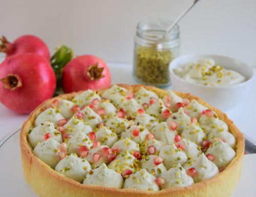 Crostata con mousse al pistacchio e melagrana