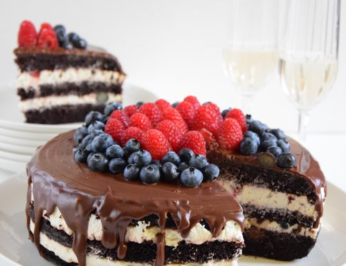 Devil's food cake ai frutti di bosco