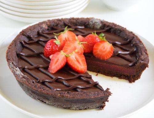 Crostata con gelée alle fragole e ganache al cioccolato