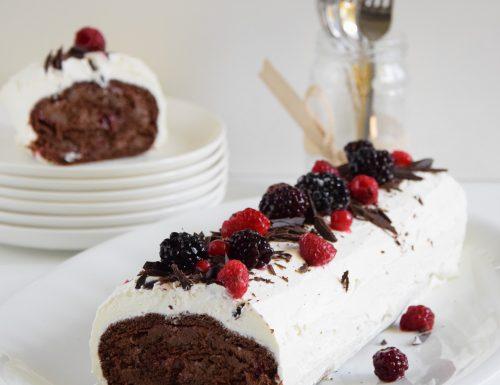 Tronchetto al cioccolato con composta di mirtilli rossi