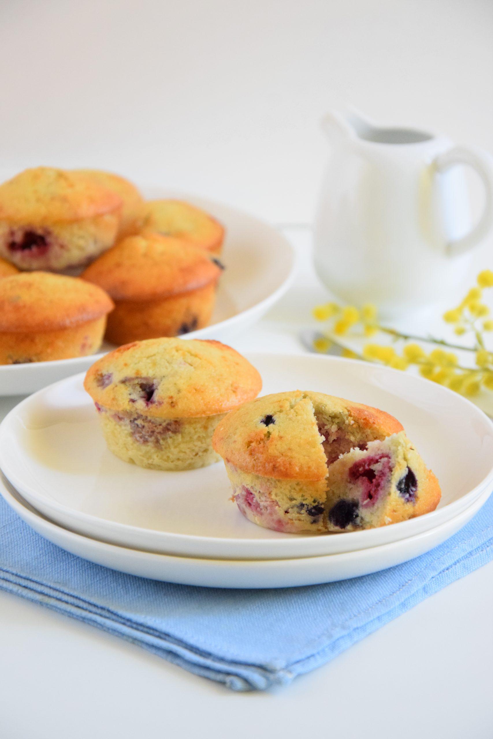 Muffin al cocco e frutti di bosco