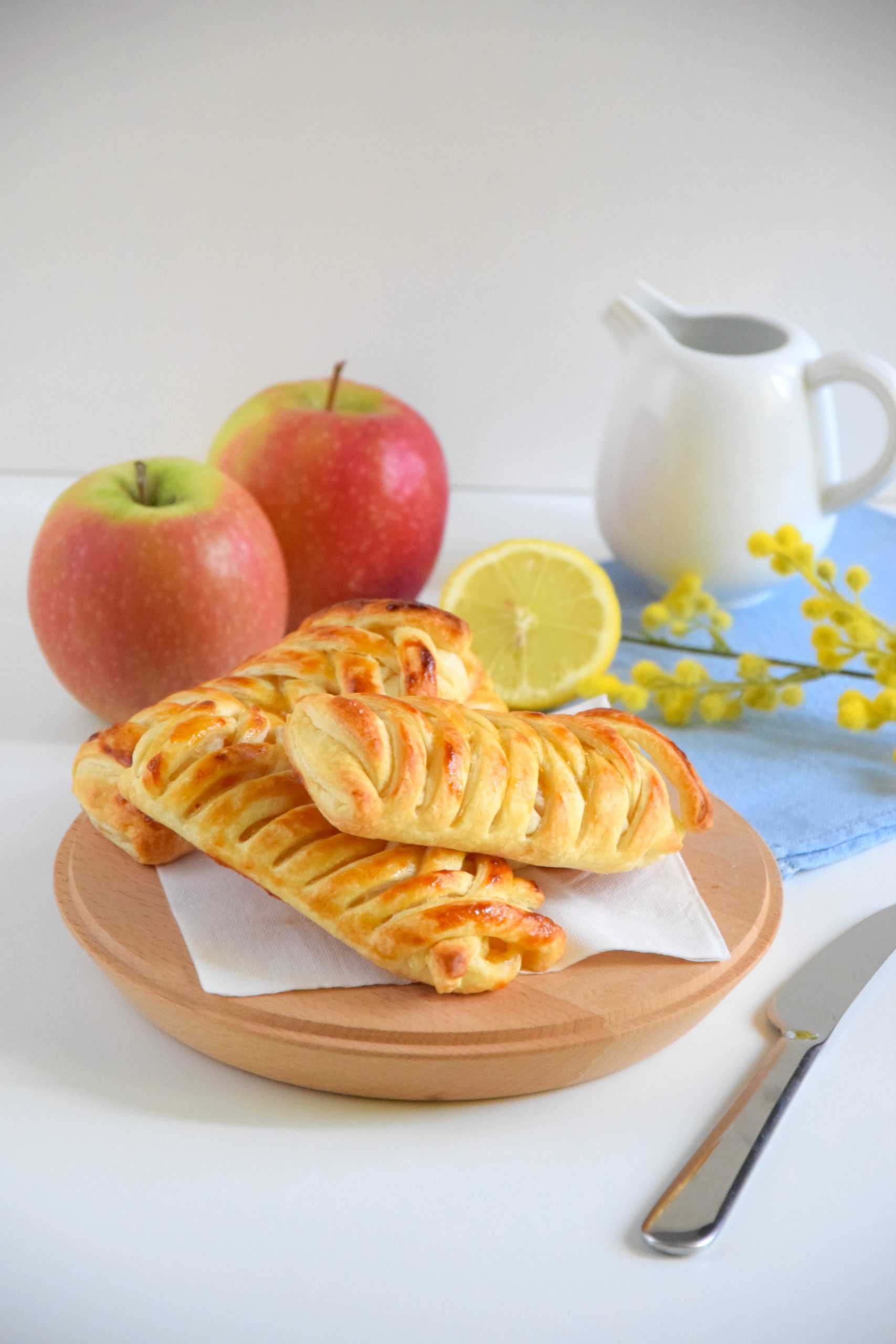 Treccine di sfoglia alle mele