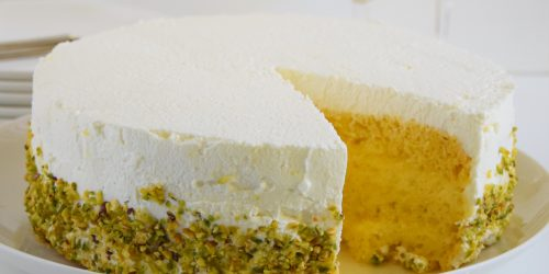 Torta farcita con spuma al limone e pistacchi
