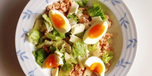 Insalata con salmone e uova