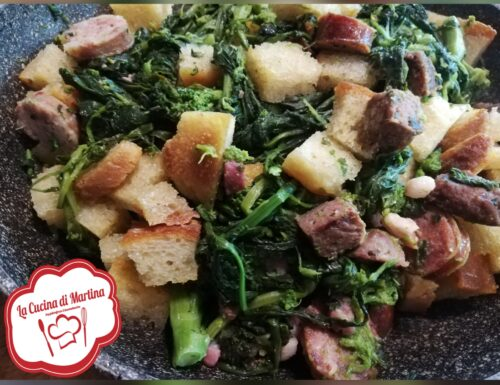 Broccoletti con salsiccia e pane croccante