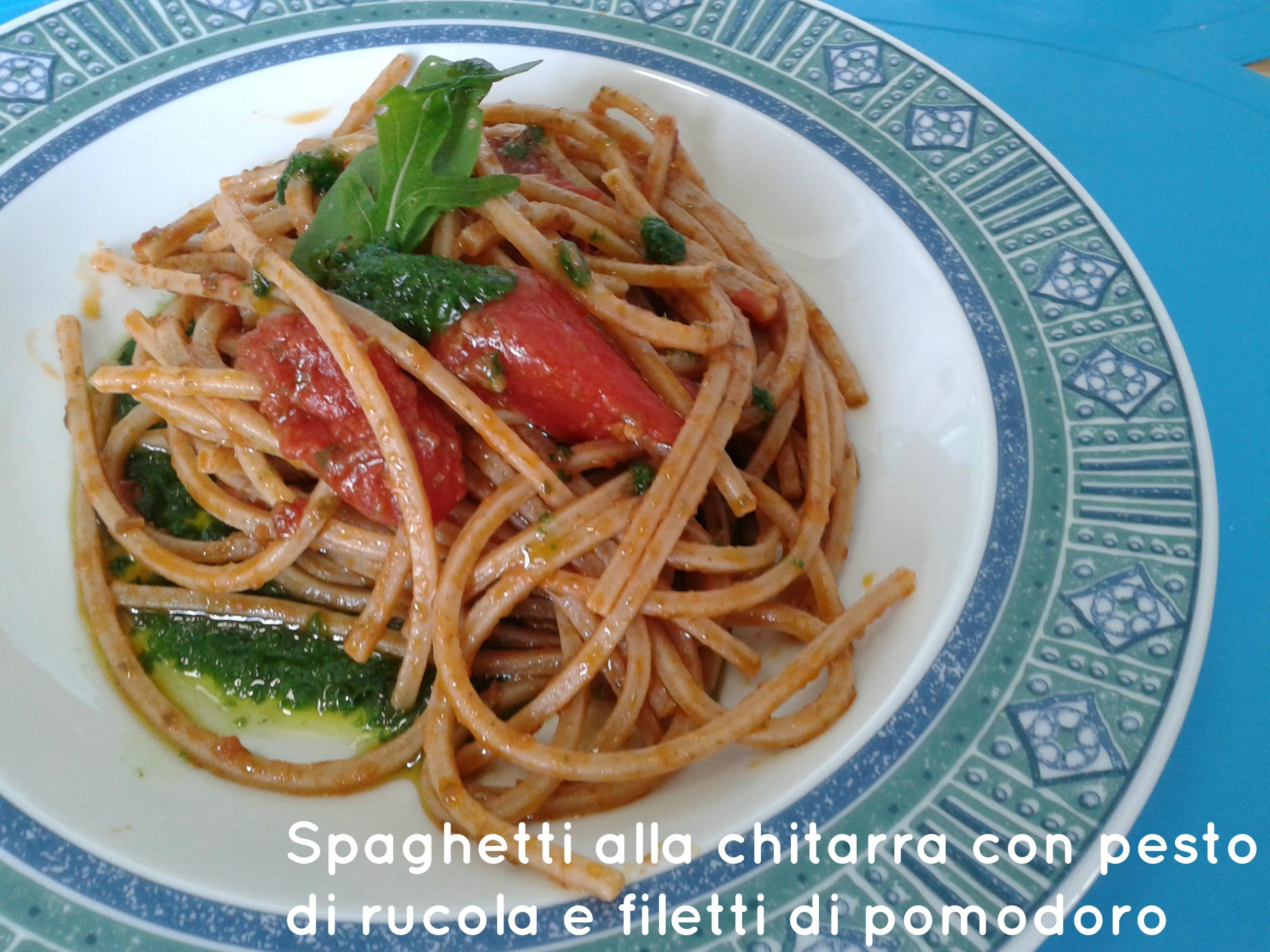 Spaghetti integrali con rucola e filetti di pomodoro