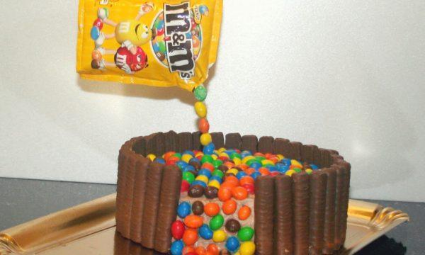 Torta cascata di M&M's
