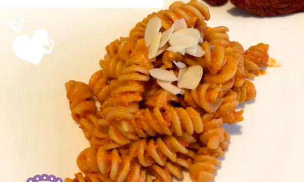 Pasta al pesto di pomodori secchi, mandorle e pecorino