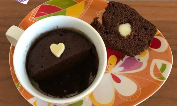 Mug cake al cioccolato con cuore morbido – #tortaexpress