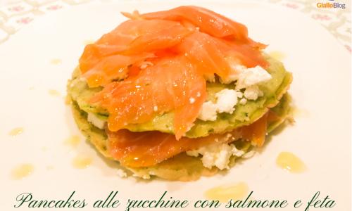 Pancakes di zucchine con salmone e feta