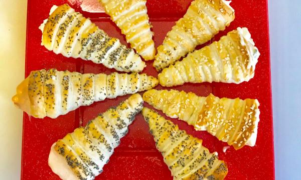 Coni di sfoglia con insalata russa o gamberetti in salsa rosa