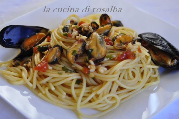 spaghetti con le cozze fresche | ricetta la cucina di rosalba