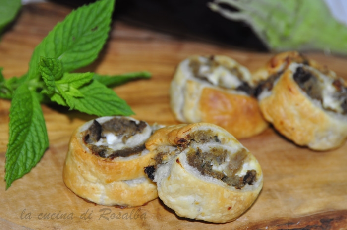 girelle di pasta sfoglia con melanzane | ricetta la cucina di rosalba
