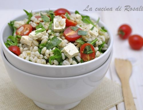 Insalata di orzo tofu e verdure