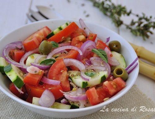 Insalata di cetrioli e cipolle