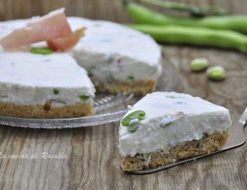 Cheesecake salata fave e crudo