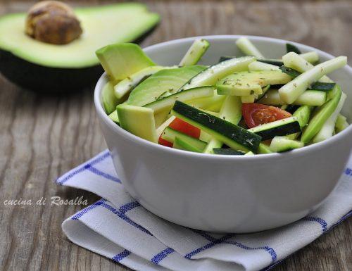 Insalata di avocado e zucchine
