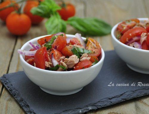 Insalata di pomodorini, cipolla e tonno
