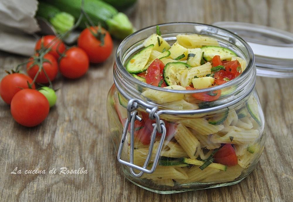pasta fredda con zucchine e pomodorini