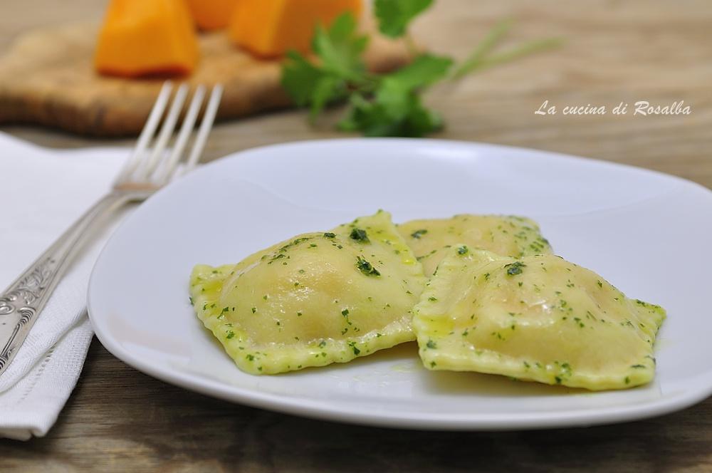 Ravioli di zucca con salsa verde