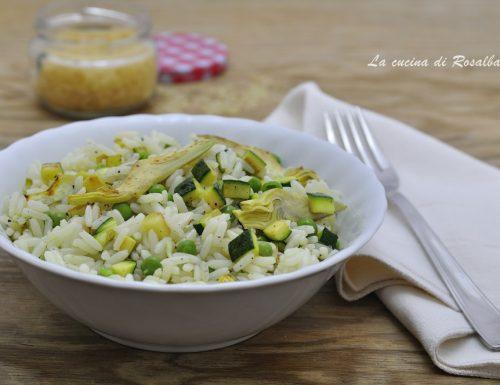 Insalata di riso con zucchine carciofi e piselli