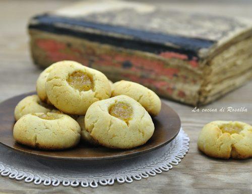 Biscotti alle mandorle con marmellata di arance