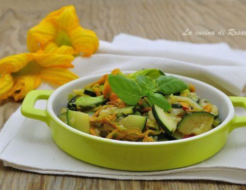 Zucchine e fiori in padella