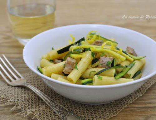 Pasta con tonno fresco e zucchine