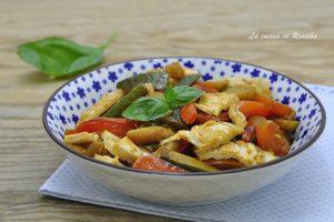 Pollo con peperoni e zucchine in padella