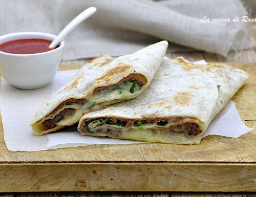 Tortillas ripiene di carne e rucola