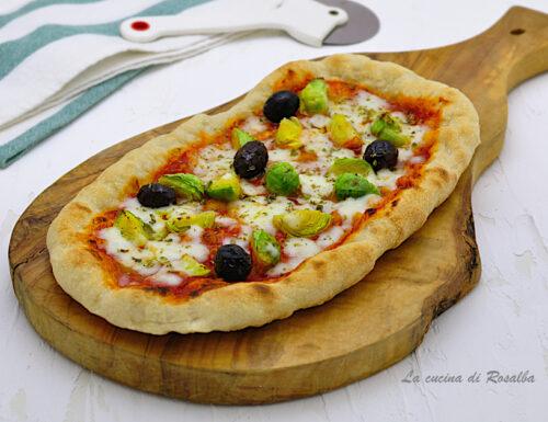 PIZZA CON CAVOLETTI DI BRUXELLES