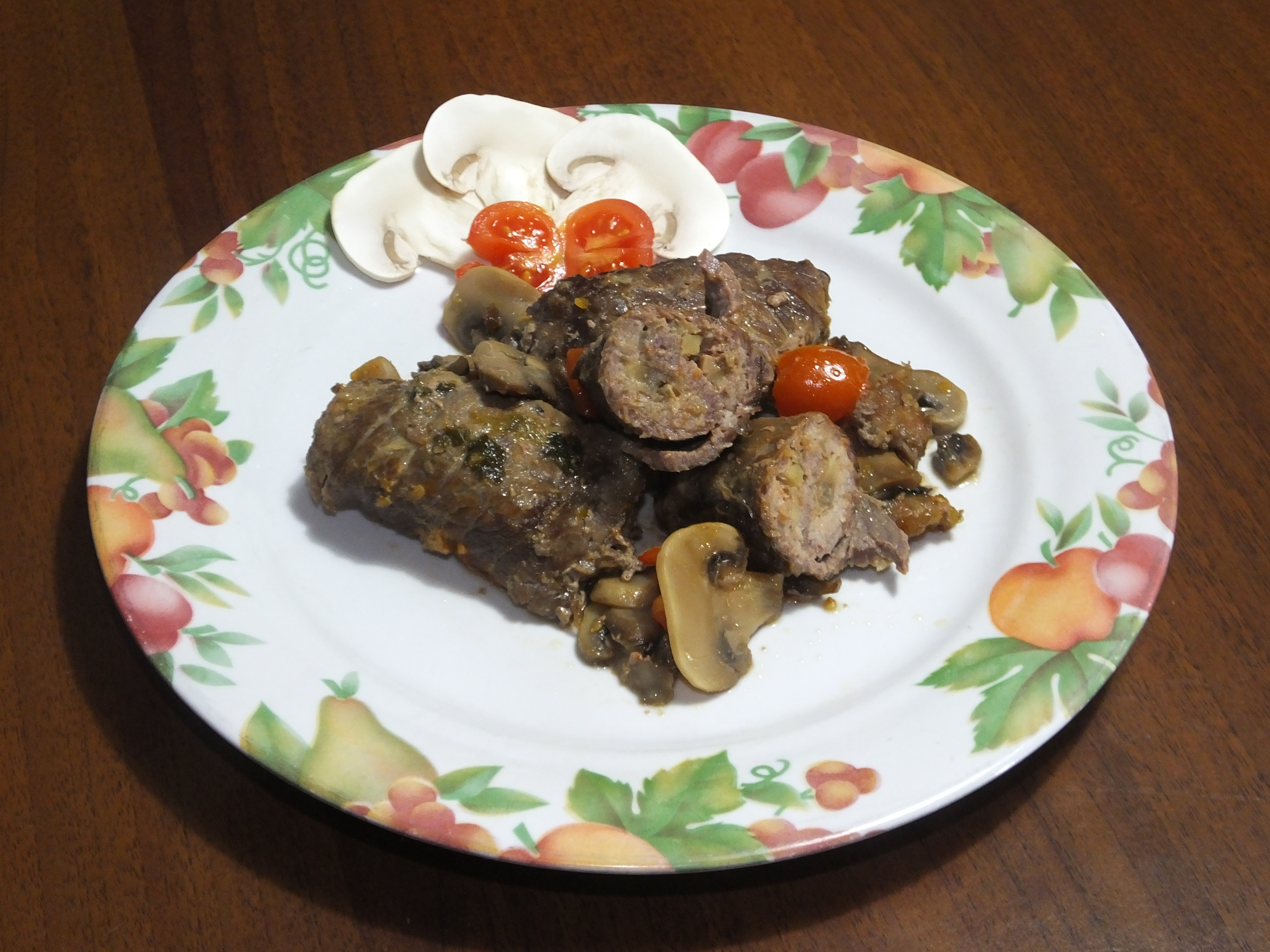 Involtini di  vitello con salsiccia e funghi