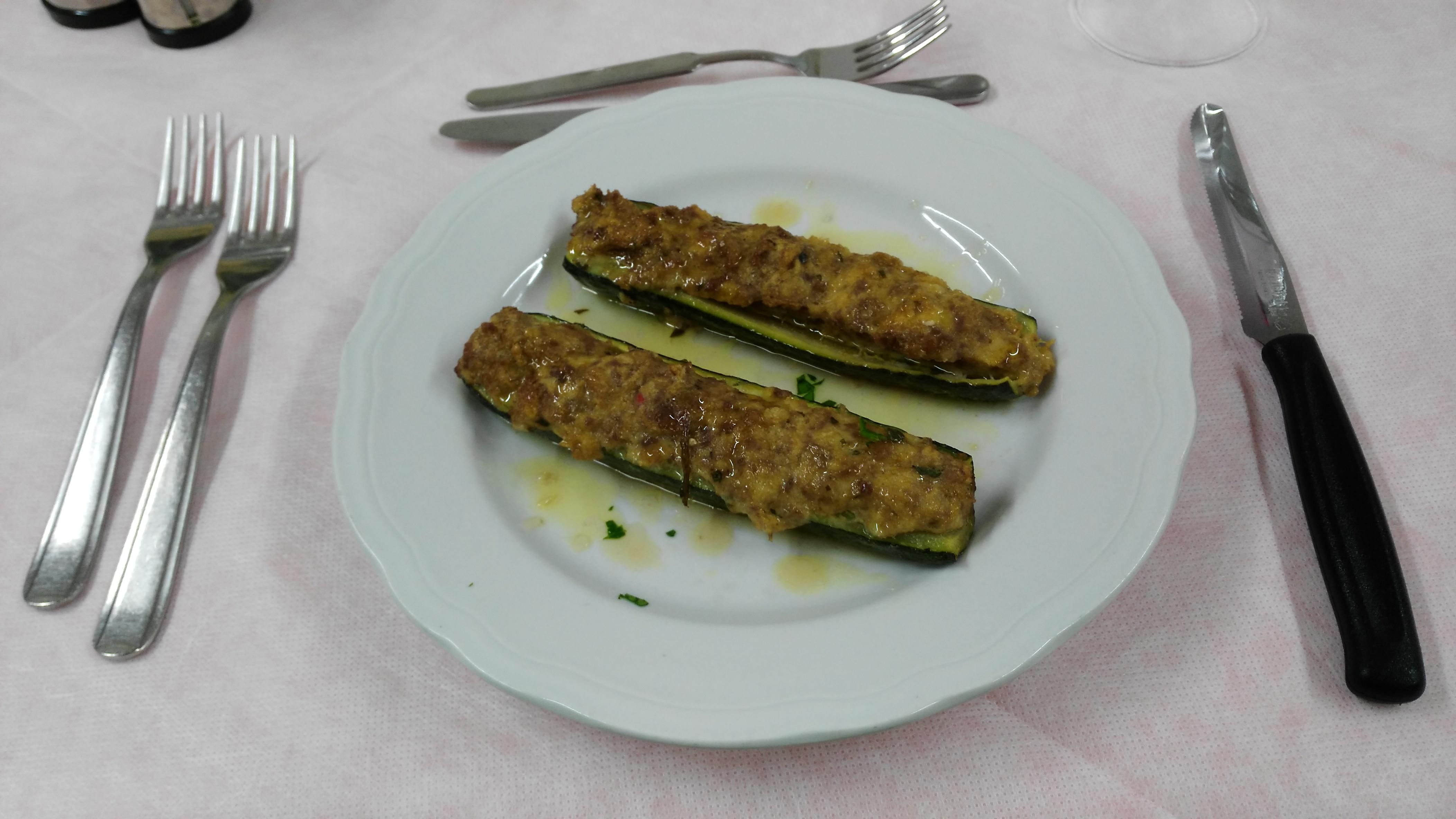 Zucchine ripiene di carne e cotte al forno