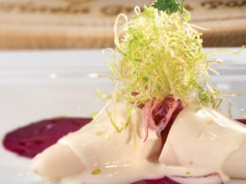 Una ricetta al giorno per Natale e Capodanno: Calamari ai porri e rape rosse con fonduta leggera.