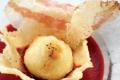 Una ricetta al giorno per Natale e Capodanno: Sfere di dentice imperiale con grana padano, pancetta nostrana e salsa di barbabietole.