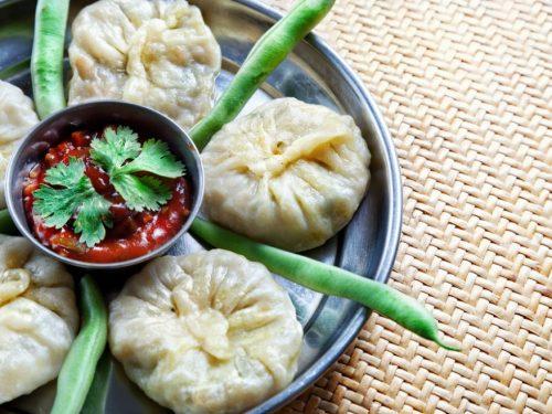 Un viaggio alla scoperta dei sapori, dei profumi e delle dolcezze della cucina nepalese.
