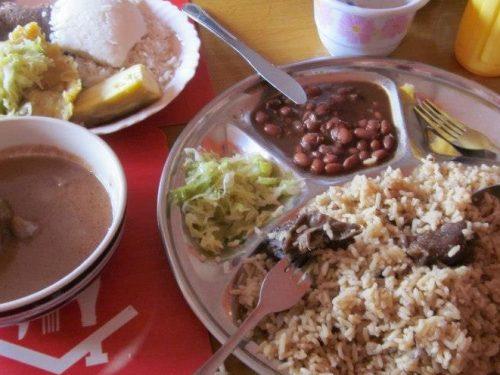 Un viaggio alla scoperta dei sapori, dei profumi e delle dolcezze della cucina ugandese.