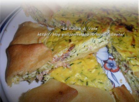 Torta salata con robiola, salmone e zucchine