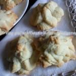 Biscotti di pasta frolla montata al miele