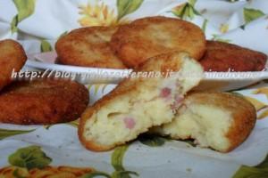 Schiacciatine di patate salsiccia e pecorino