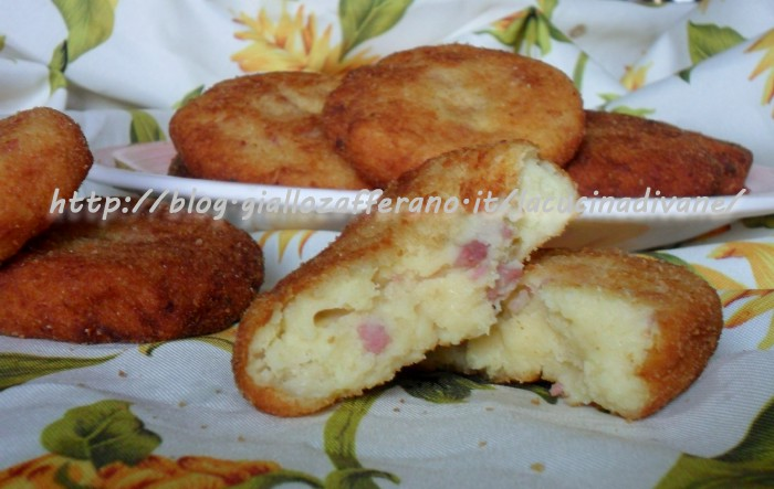 schiacciate di patate salsiccia e pecorino