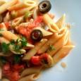 Pasta integrale con pomodorini capperi e olive   ricetta primo light