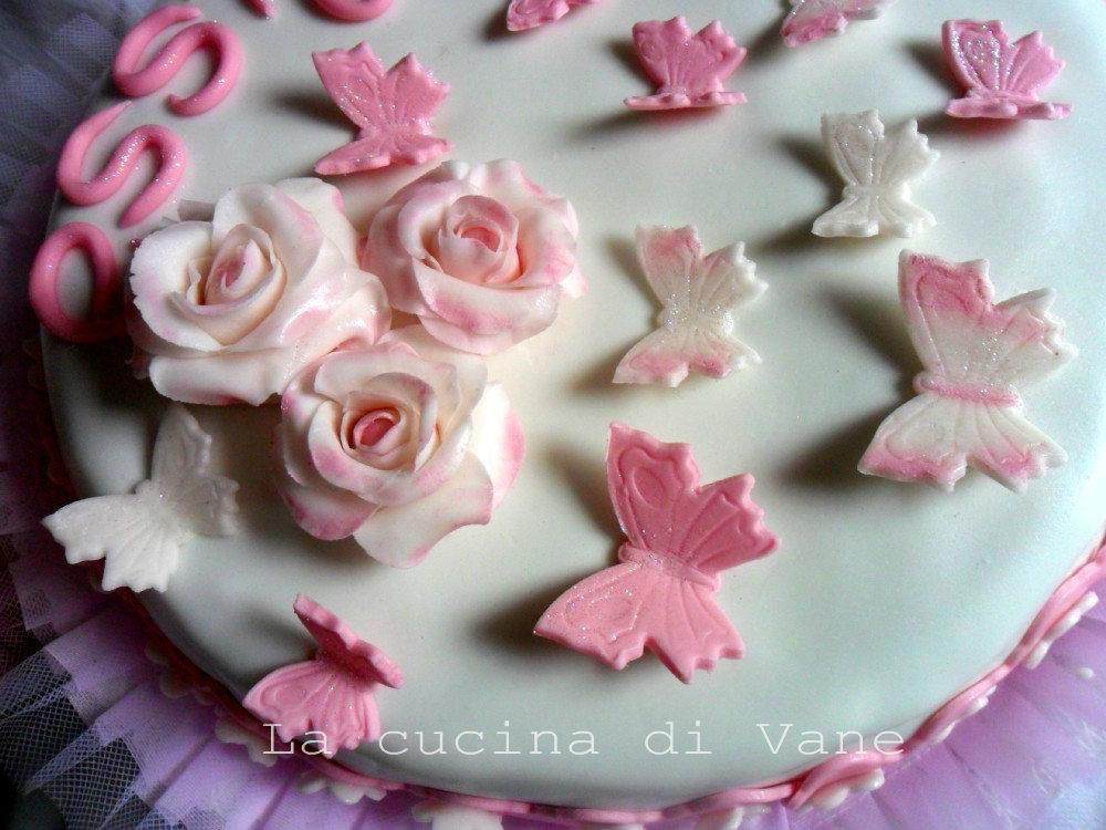 Torta Con Rose E Farfalle In Pasta Di Zucchero