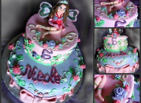 Torta Winx con Flora in pasta di zucchero